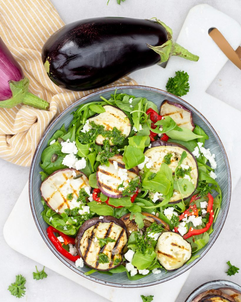 Salade-gegrilde-aubergine-met-paprika