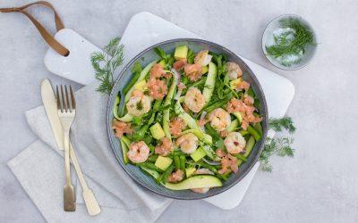 Salade met courgette, gamba's en zalm
