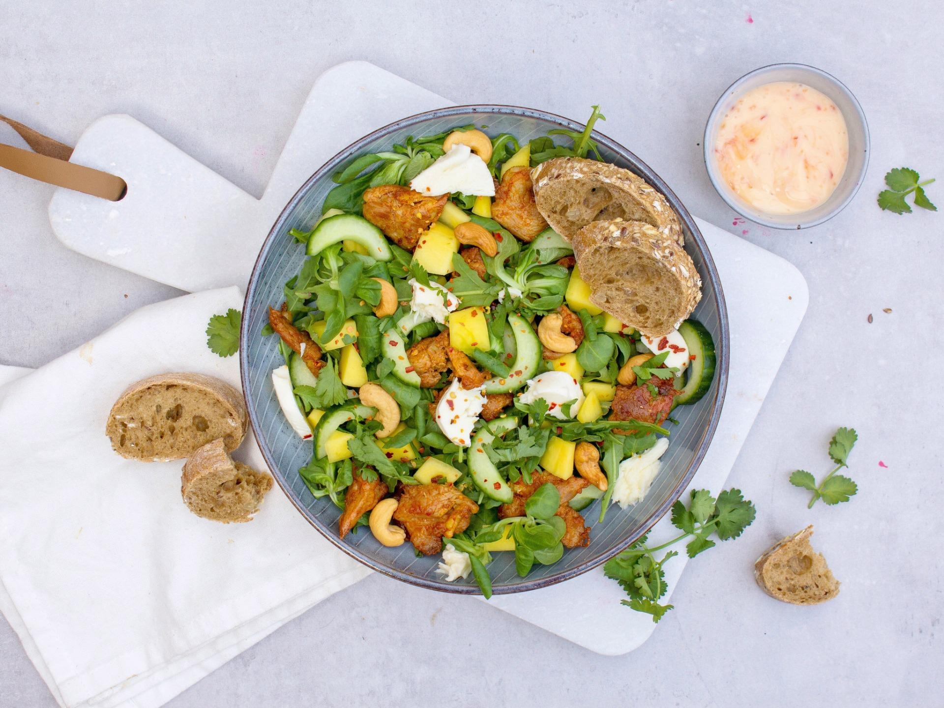 Salade met mango en kip
