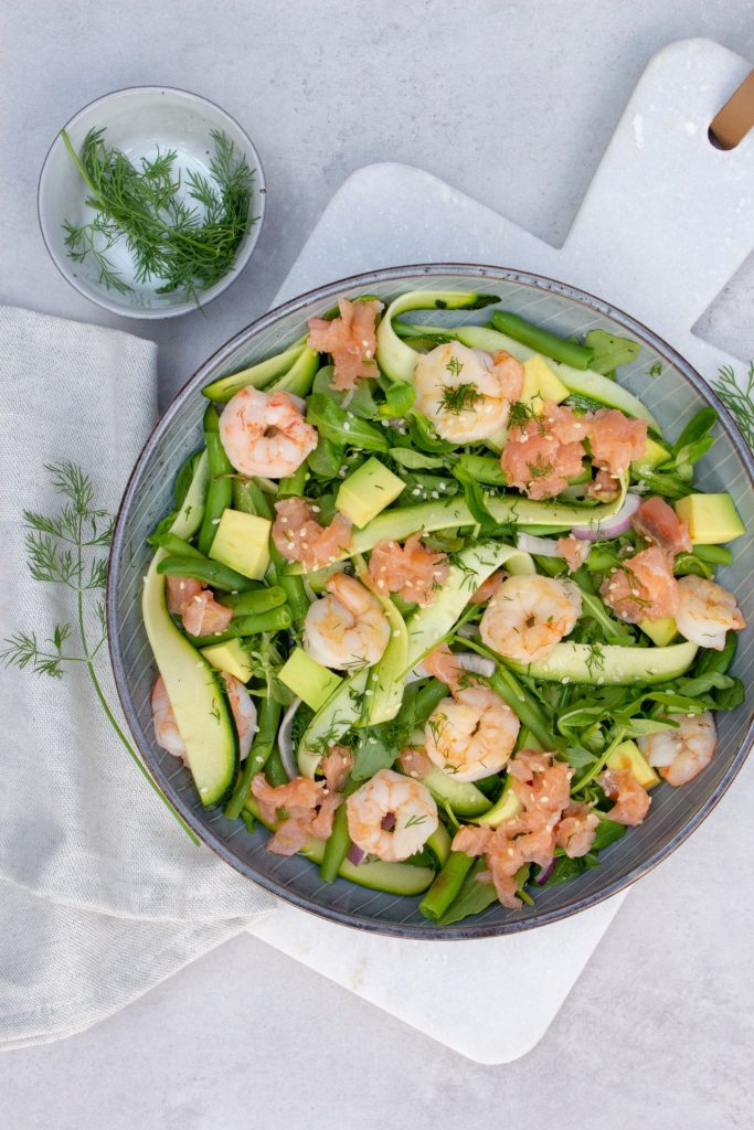 Salade-met-zalm-gambas-en-courgette-foodlies