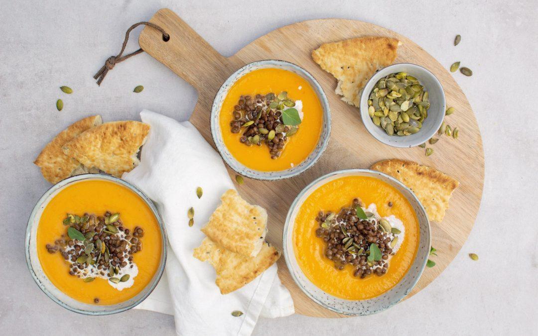 Zoete aardappel- paprika soep met linzen