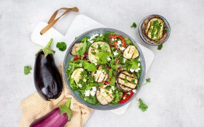 Salade met gegrilde aubergine en paprika