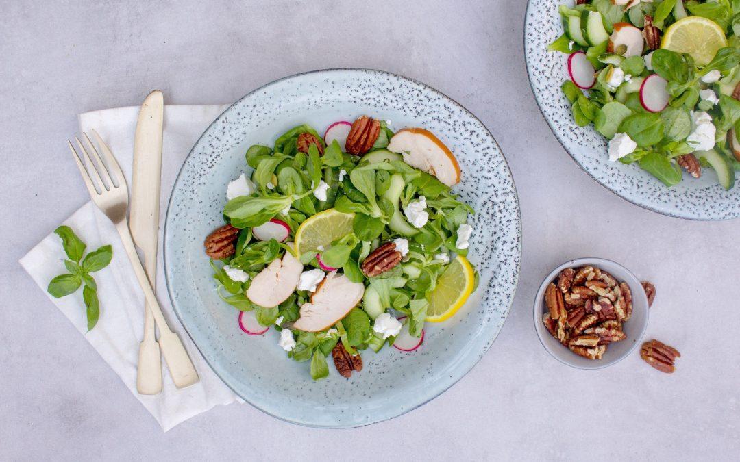 Salade met kip en geitenkaas