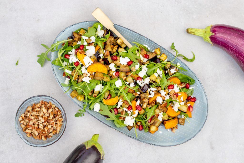 Salade met aubergine en zoete aardappel foodlies.nl