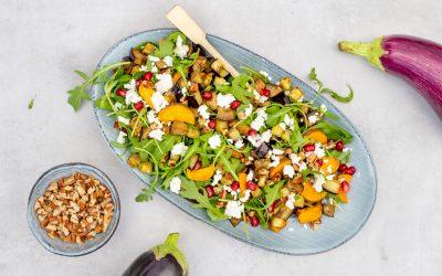 Salade met aubergine en zoete aardappel