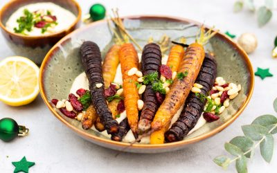 Hasselback wortels met hummus
