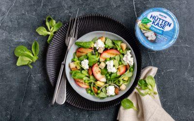 Salade met Hüttenkäse en nectarine